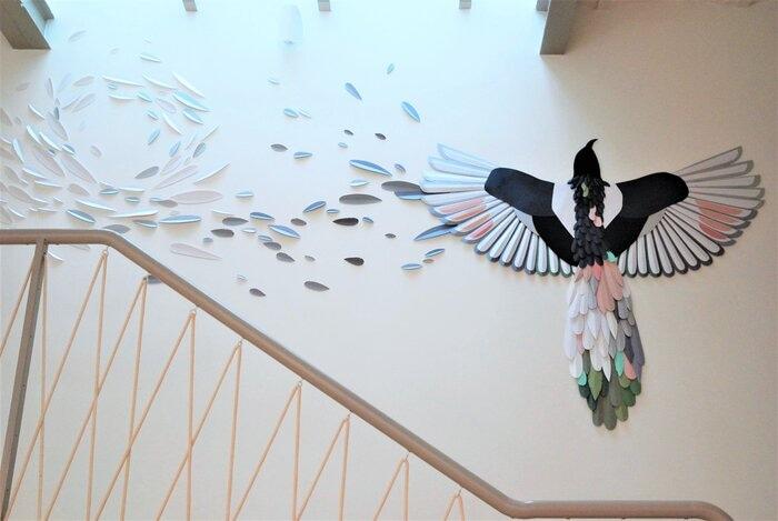 Envolée-Oiseau-en-papier-installation-plumes-paper-art-paris-2020-Laure-Devenelle
