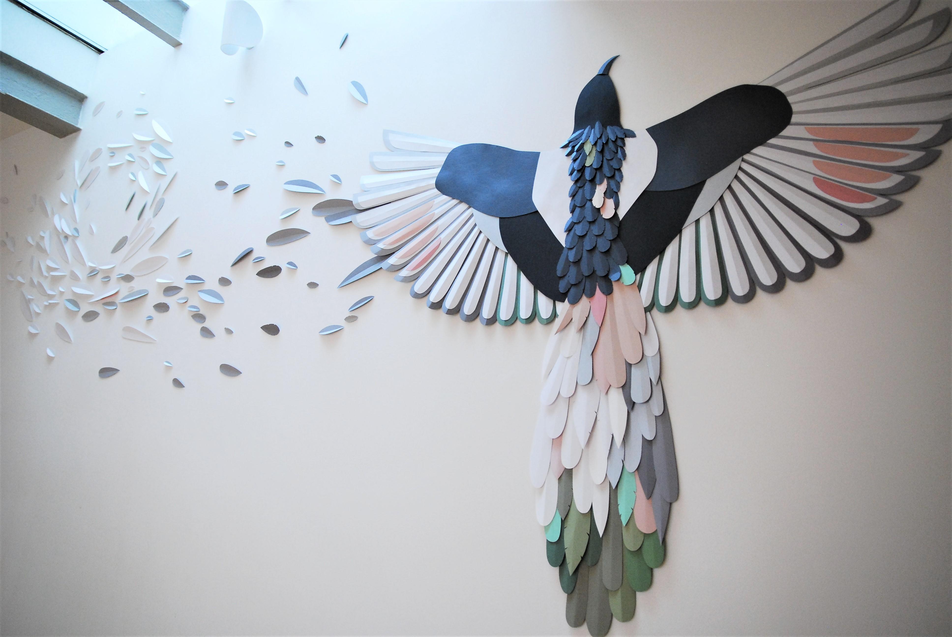 envolee-papier-installation-murale-oiseau-plumes-particuliers-Laure-Devenelle-2020