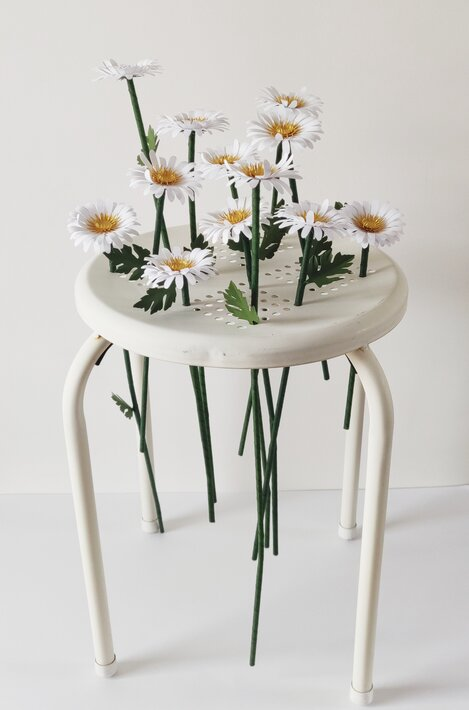 Marguerites-paper-art-sculpture-laure-devenelle
