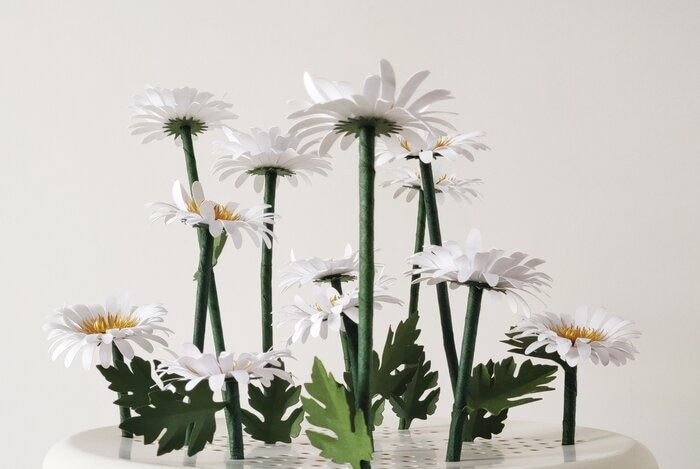 Marguerites-paper-art-sculpture-jardin-laure-devenelle
