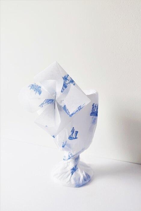 origami-fleurs-emballage-signature-papier-de-soie-cristallerie-saint-louis-Laure-Devenelle-2020